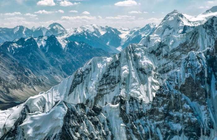 peaks-Pamirs-Tajikistan