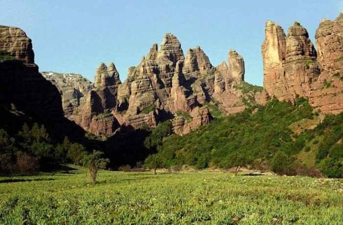 El sur de Khatlon es bastante plano, pero el norte tiene elevación - foto en Childukhtaron