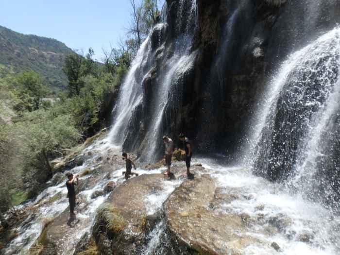 La cascada Mullokoni en Sari Khosor