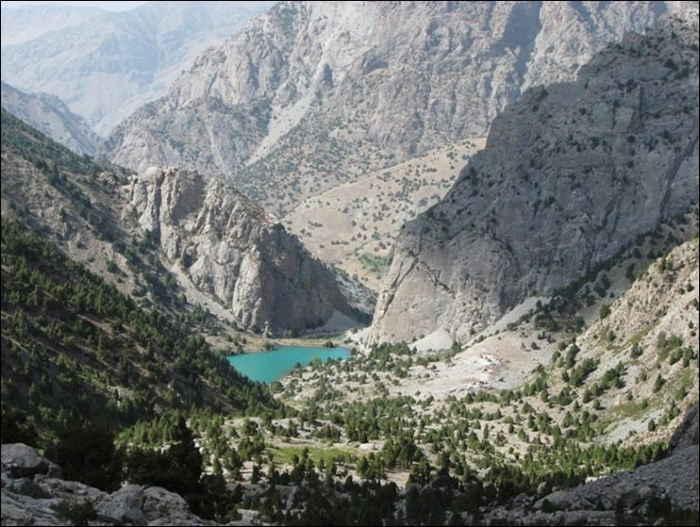 Lago Ziorat, montañas Fann